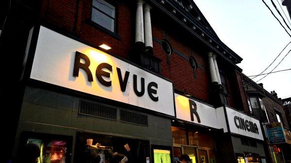 Revue facade